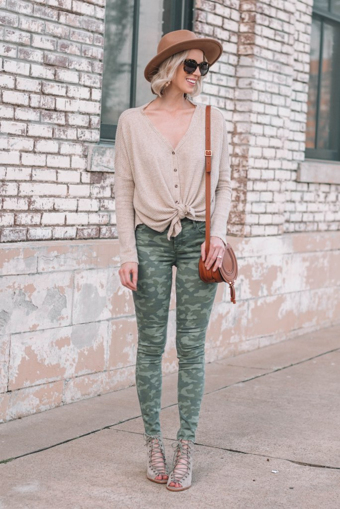 4 ways to style camo with ease, how to style camo, camo jeans with a neutral top and hat