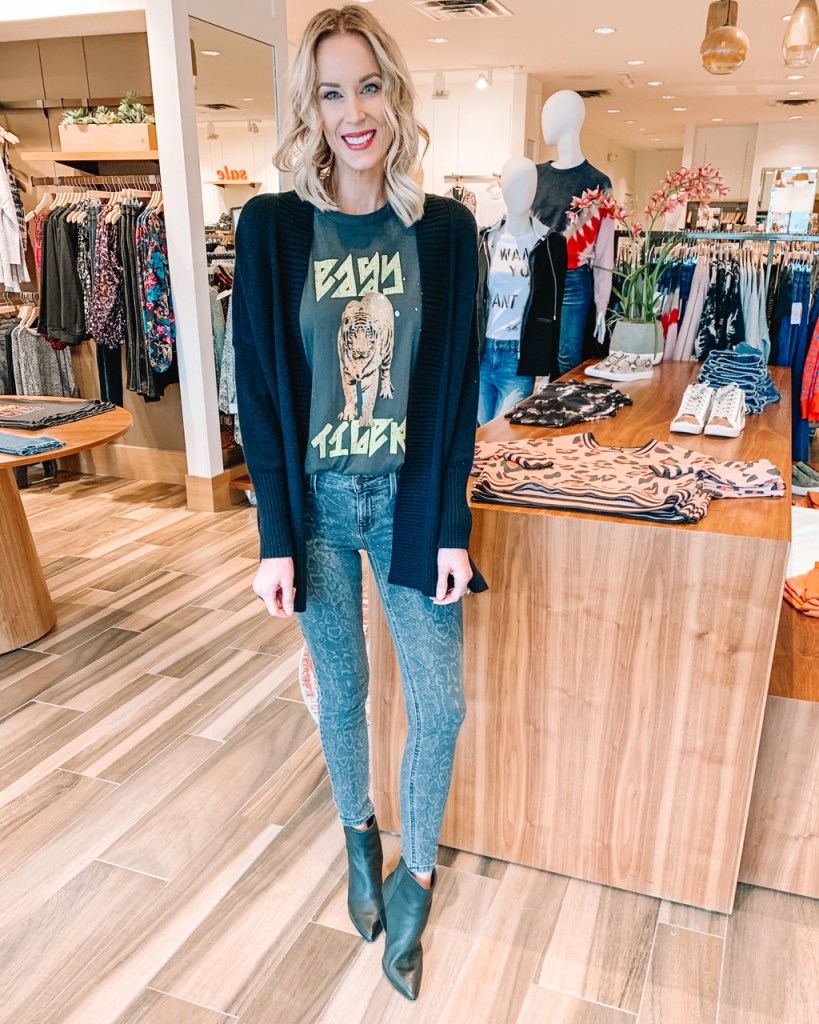 snake print jeans, grey jeans, snakeskin jeans, graphic t-shirt