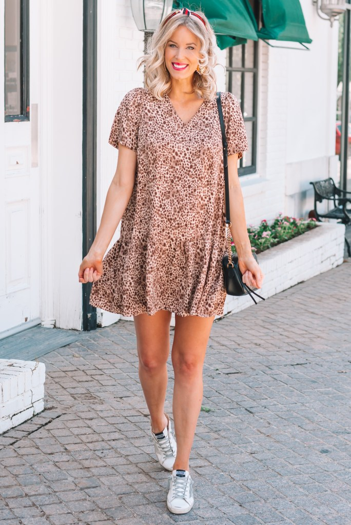 Full roundup of the best non-maternity dresses to wear while pregnant! This adorable leopard drop waist dress is perfect!