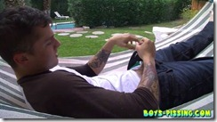 boys-pissing-chris_porter_piss_and_stroke_in_a_hammock (6)