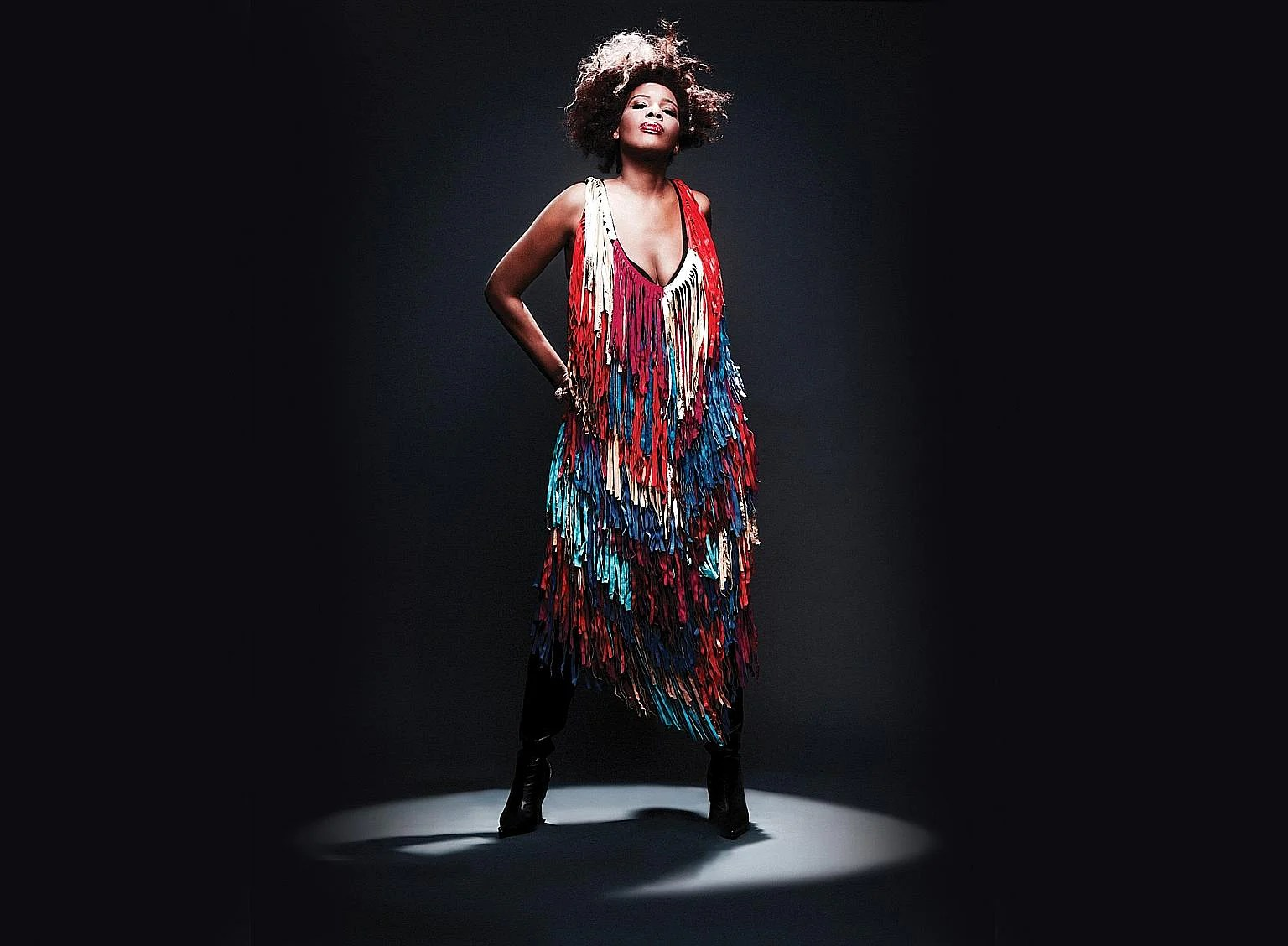 Macy Gray will be performing at the Podium Lounge on Sunday. Scottish DJ Calvin Harris will bring his music to the F1 on Sunday. DJ Big Ali performed at Amber Lounge last year. It rained on Robbie Williams' parade, but he took it in his stride. Pop p