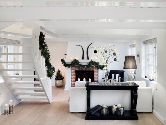 Beautiful white lounge from filucahouse.blogspot