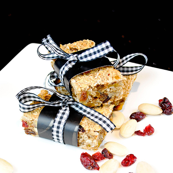Almond, cranberry and apple sauce granola bars