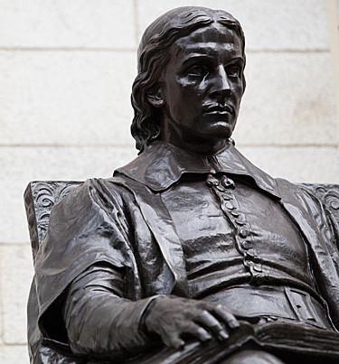 John_Harvard_statue 2