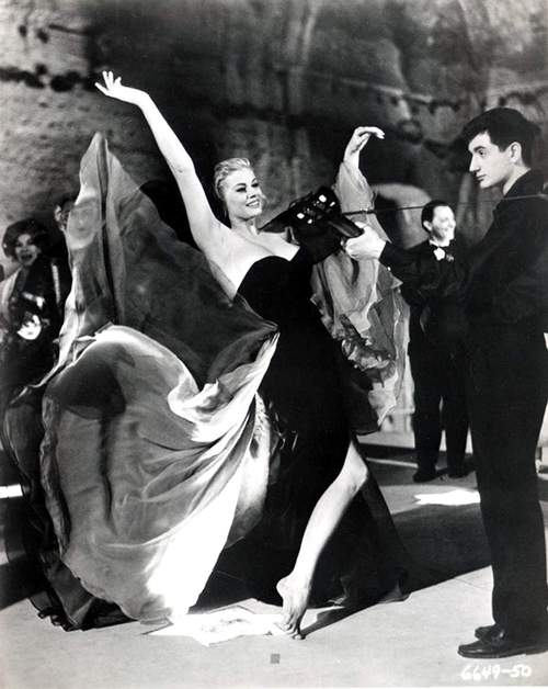 Sylvia dances at the Baths of Caracalla in La Dolce Vita