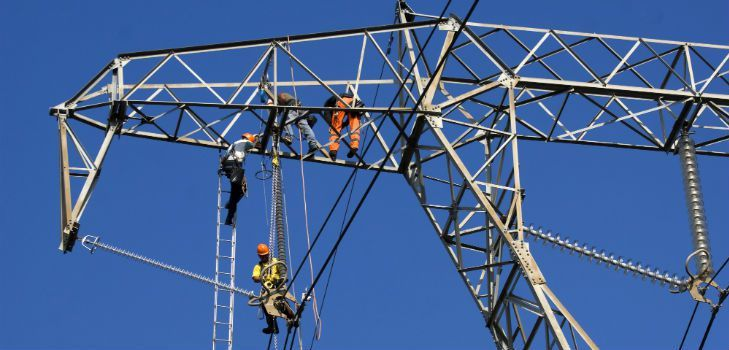 most-dangerous-jobs-powerline-worker