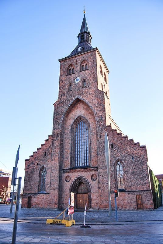 DANSKA in mesto Odense z Andersenovimi pravljicami