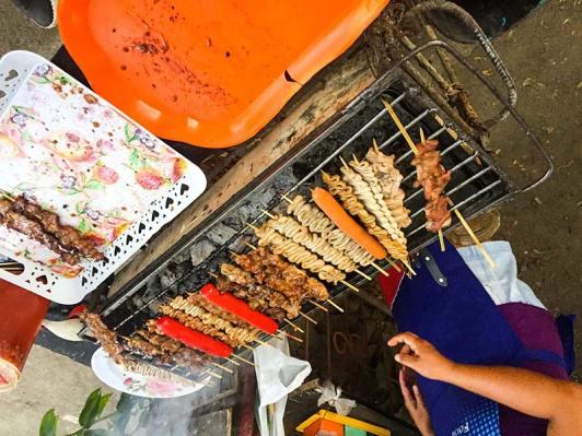 Filipinska hrana za palčkah (najlepša so čreva)