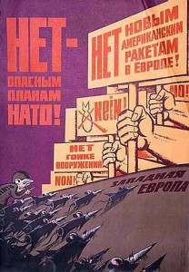 На слици: Совјетски плакат против ширења НАТО