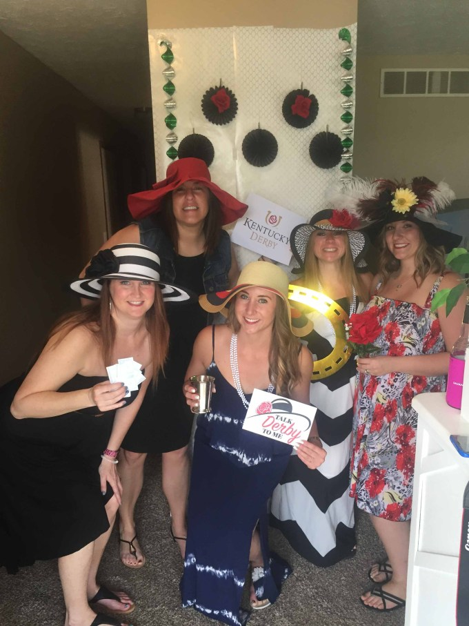 Ideas on how to throw a Kentucky Derby party with photo props, fashion and Kentucky Derby hot brown sliders with homemade pimento cheese