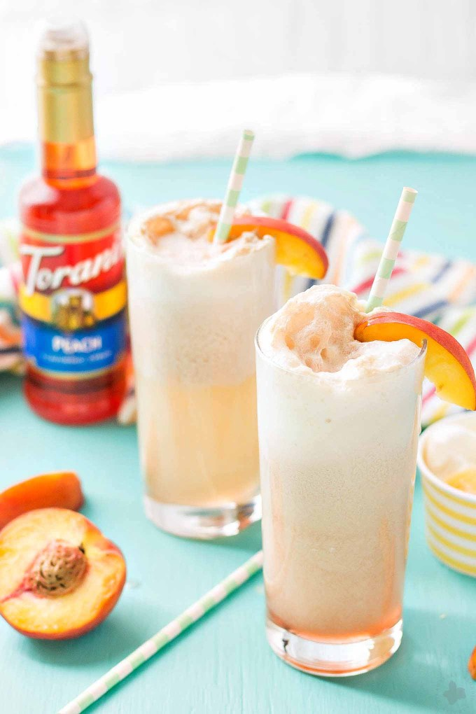 With 4 ingredients, your only 5 minutes away from a fun and delicious Peaches and Cream Soda.  Peach syrup, cream, ice cream and club soda make this Peaches and Cream Soda delightful and the perfect summer sipper! Strawberry Blondie Kitchen