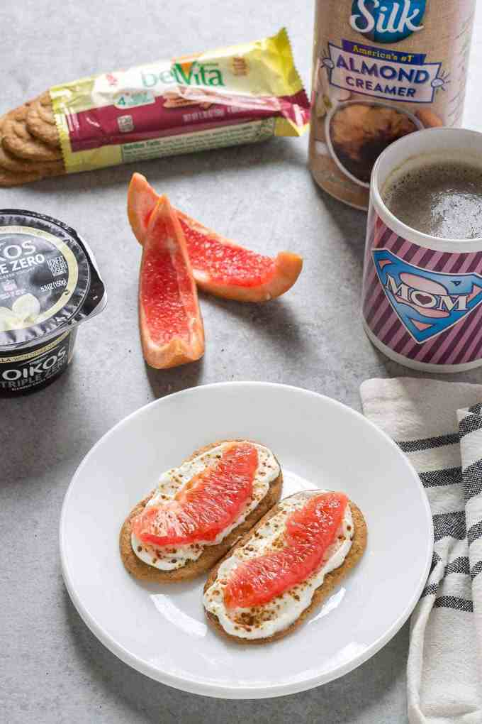 Mini Breakfast Biscuit Pizzas made with belVita Breakfast Biscuits and Dannon Oikos Triple Zero yogurt are exactly what you need to get your morning off on the right foot! | Strawberry Blondie Kitchen