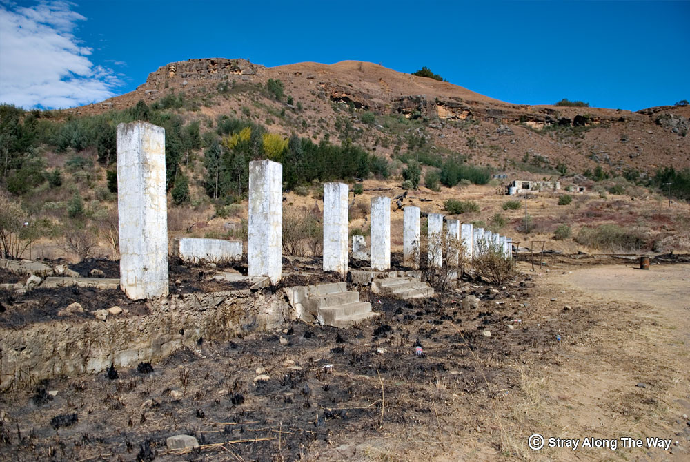 The ruins of the old Good Hope Trading Station at the base of the mountain.