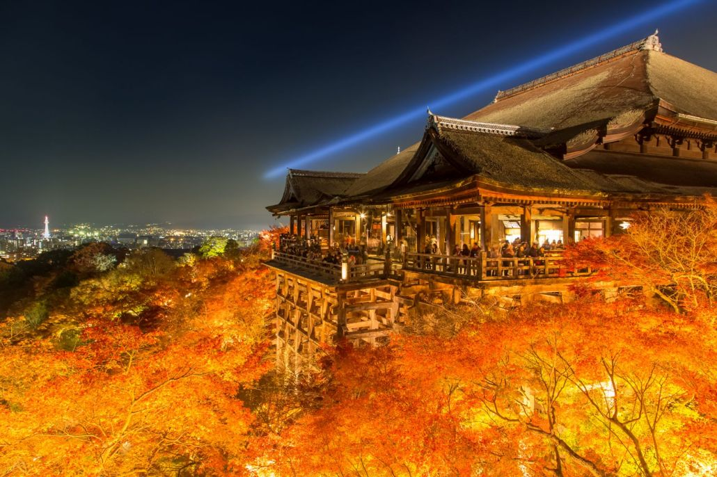 清水寺の紅葉(Kyoto Kiyomizu temple colored leaves)