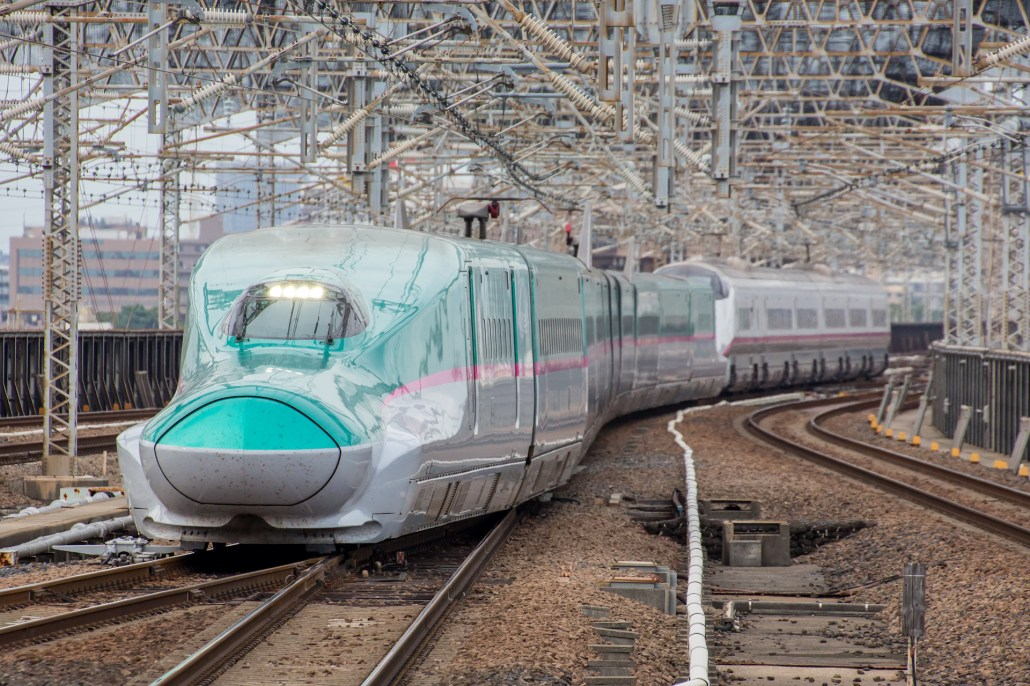 JR_East_Japan_Shinkansen_E5