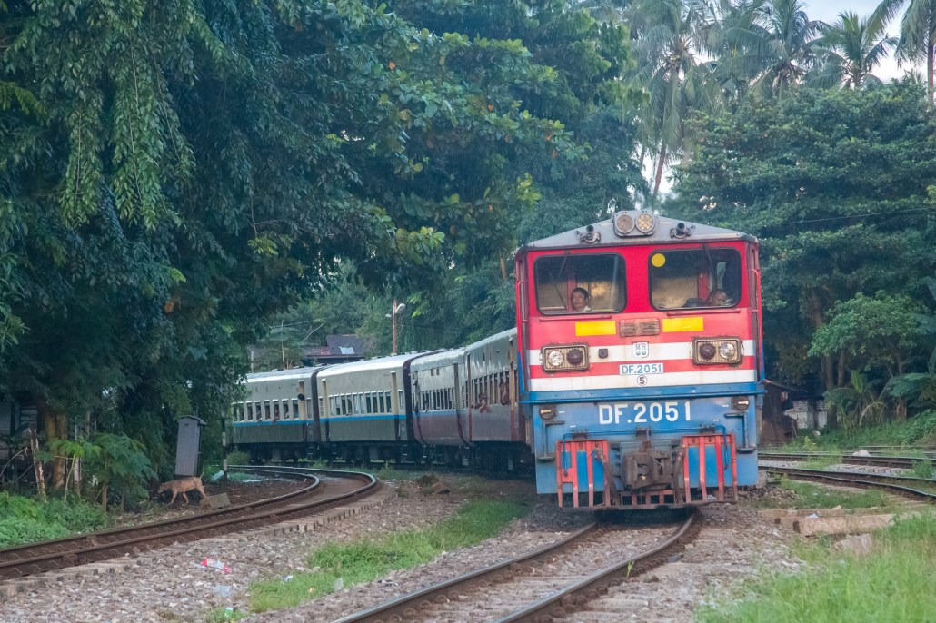 Myanmar Train DF 2051