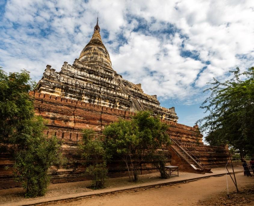 シュエサンドー・パヤー/Shwesandaw Temple