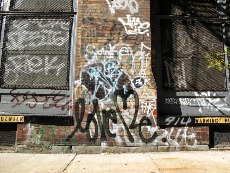 street-art-photo-love-me-nyc-2503.jpg