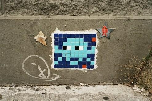 suspicious_invader_france_street_art.jpg