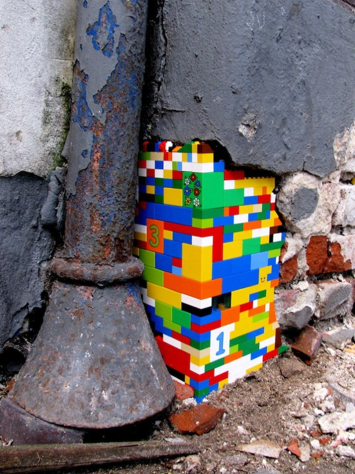 Lego bricks in the wall – 1