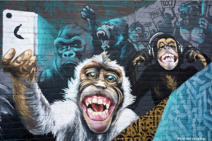 IMF Monkeys - Street Art at L'allée du kaai in Brussels, Belgium 2