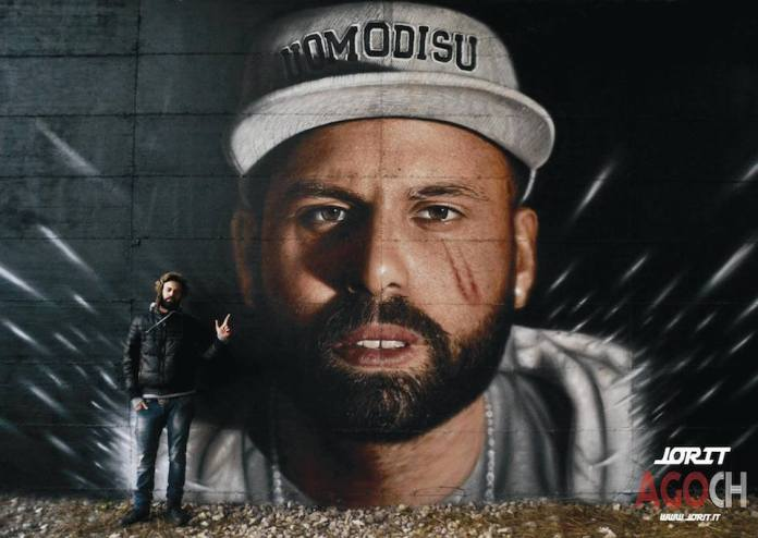 Portrait of Uomodisù spray on wall Naples 2013