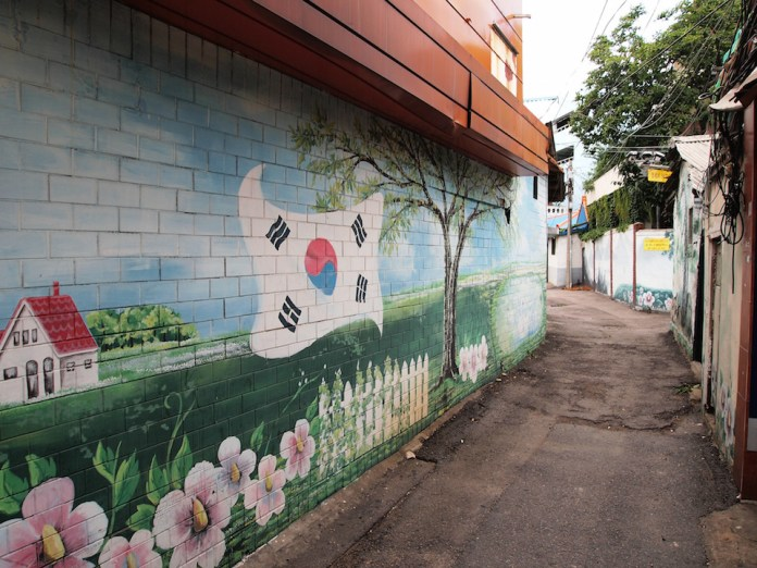 Street Art fromSeoul Area, South Korea. Photo byMark Johnson21