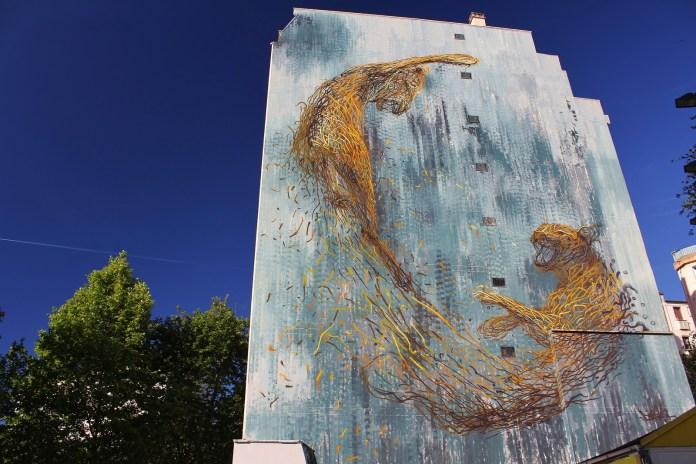 Street Art by Street Artist DALeast in Paris, France Cats Fighting