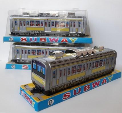 Tokyo-Subway-Car.jpg