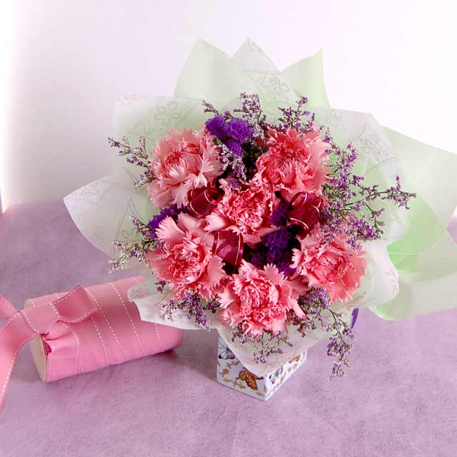 Mix carnations up with lavender