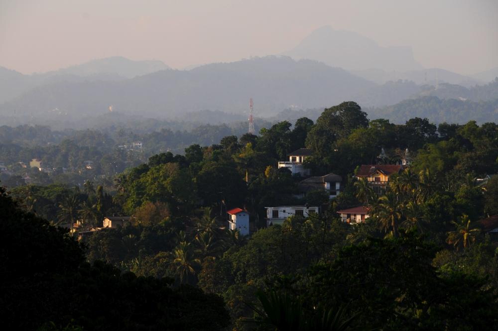 Zvlnená krajina neďaleko Kandy
