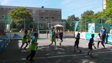 Streethandballtour 2015 » 17.06.2015 Grundschule Weier03
