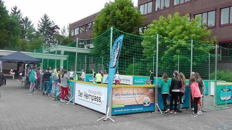 Streethandballtour 2015 » 28.05.2015 Erzb. Theresienschule Hilden01