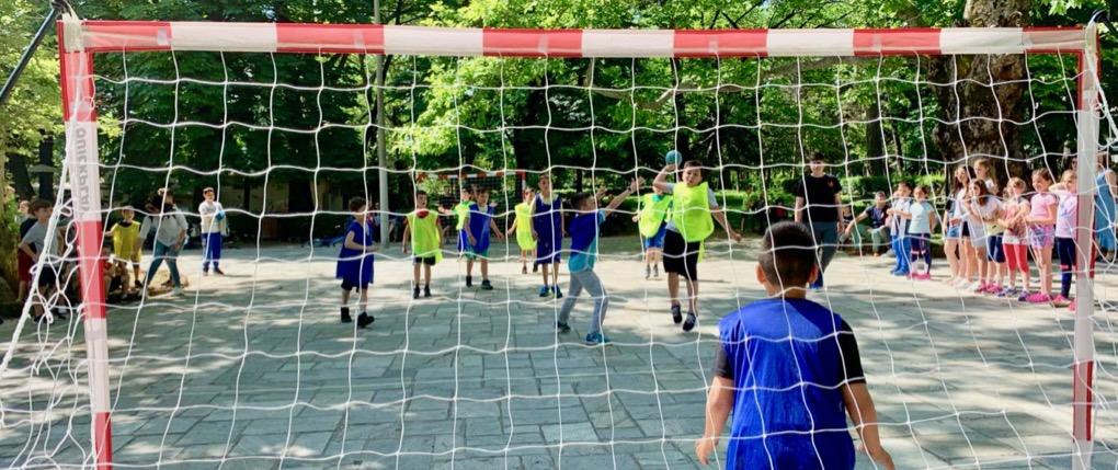 8f813b6c0bf Street Handball, Everyone can play with Fair Play rules girls and boys.