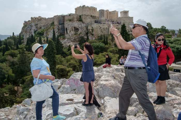 Acropolis vs the tourists
