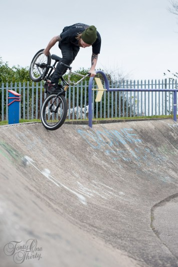 Olly Olsen foot jam tyre grab at the Blaydon snake run