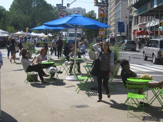 It was hard to find an open seat at the corner of 17th and Broadway, even before the height of the lunch rush. Photo: Noah Kazis