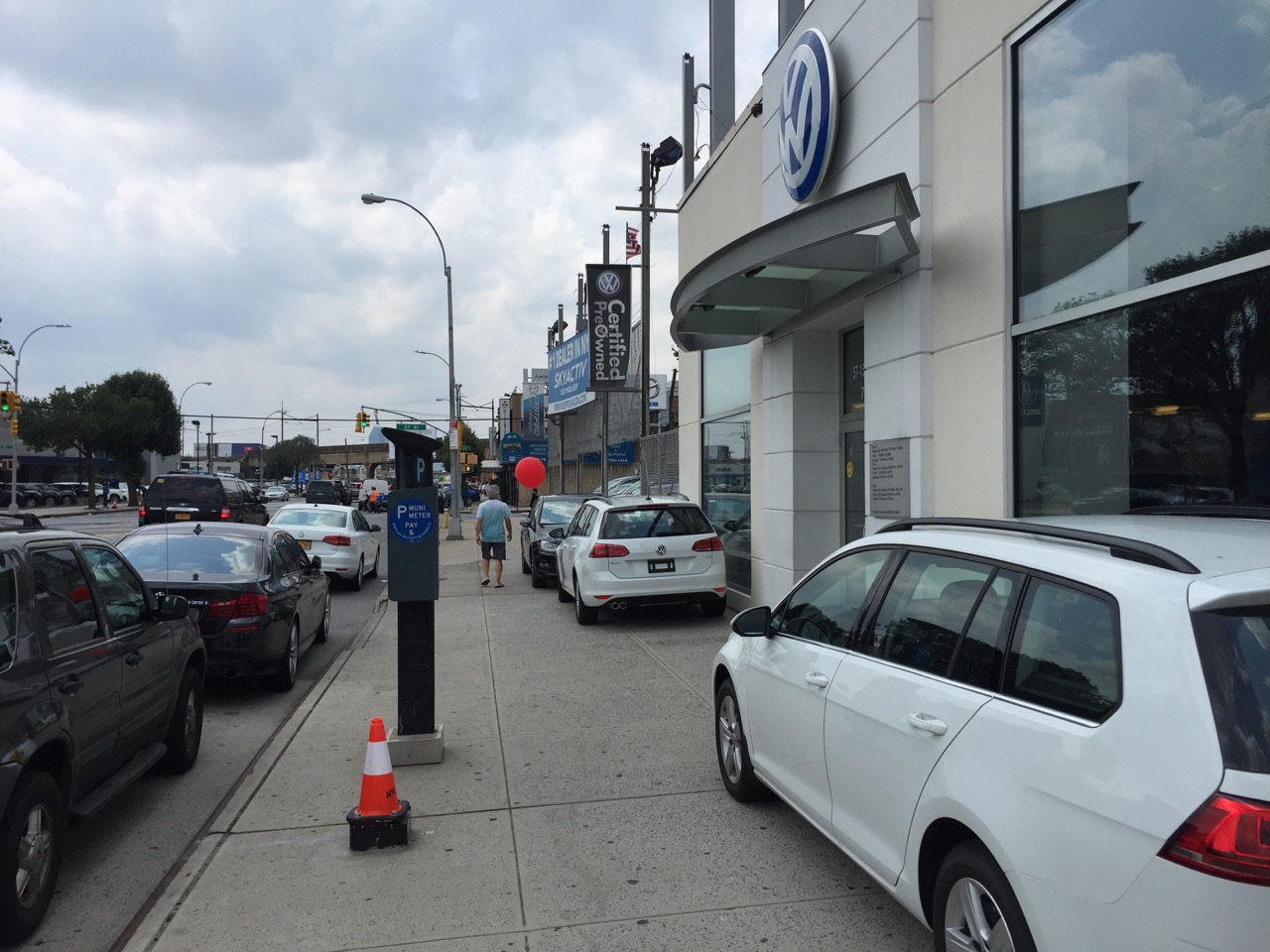 Car Dealers Turn Northern Boulevard S Sidewalks Into