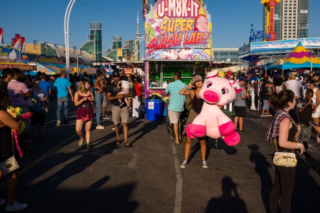 Street Photographer's Guide To CNE - Dealing With Crowds
