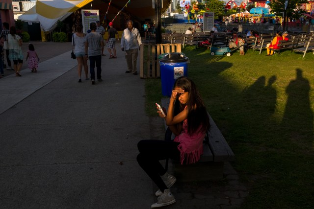 Street Photographer's Guide To The CNE - Shoot The Periphery