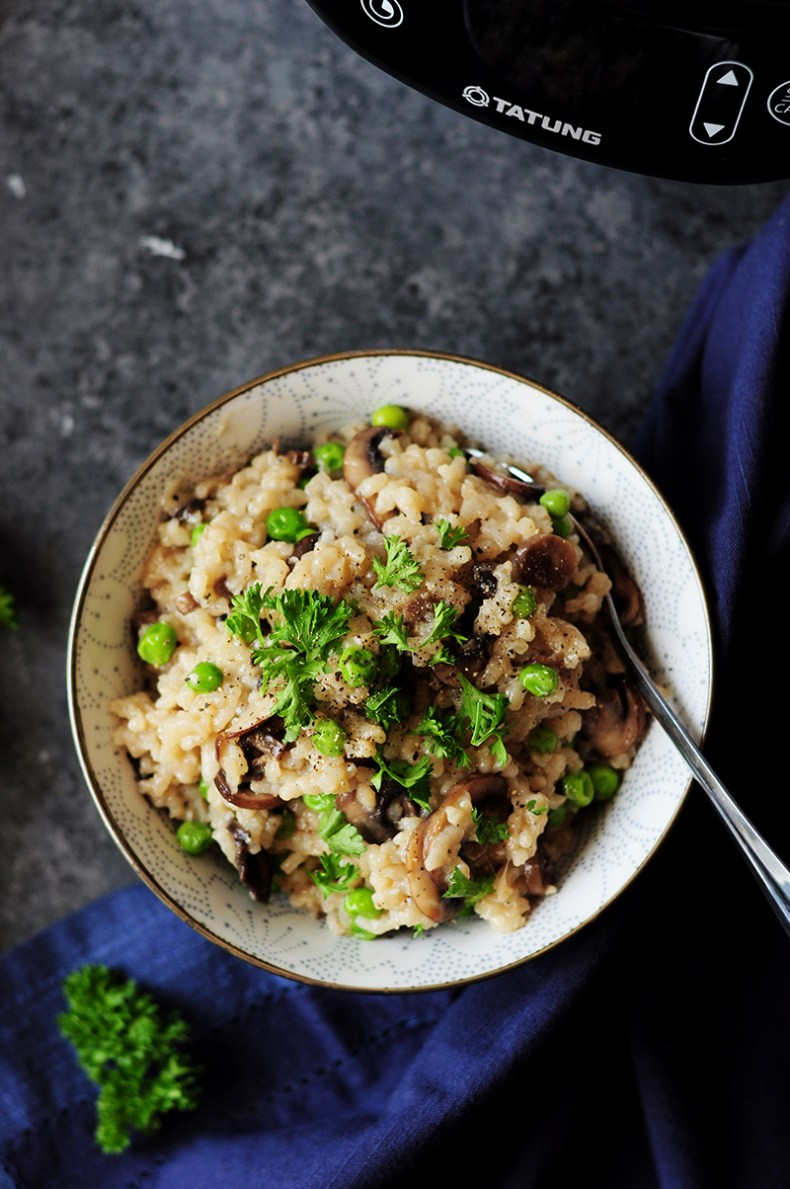 Fusion Cooker Mushroom Risotto is probably the laziest, yet amazing risotto recipe I've ever created. It's like making the risotto in a slow cooker but all the pre-cooking is also done in the same cooker. No babysitting required.
