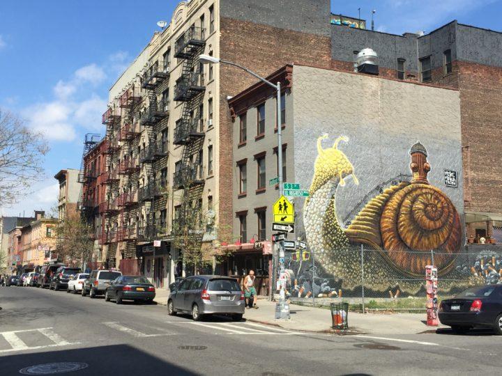 Arte callejera en un tour de Contrastes en español