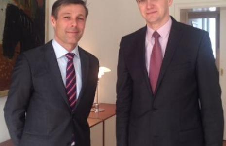 Marszałek województwa świętokrzyskiego Adam Jarubas oraz Steen Hommel, ambasador Królestwa Danii w Polsce.
