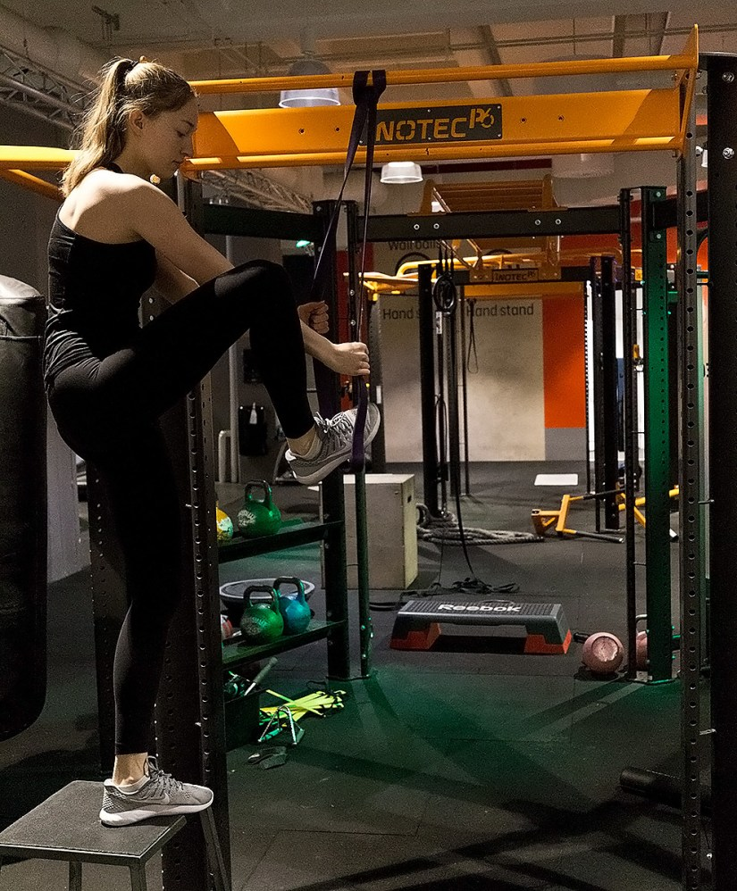Using rubber bands for pull-ups