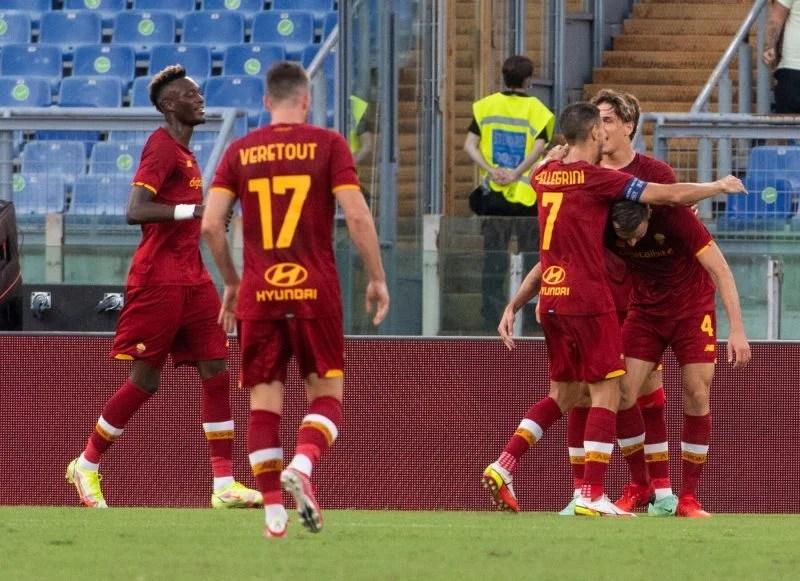 La Roma si qualifica per la neonata Conference League: 3-0 al Trabzonspor, è la 7ª italiana nelle coppe europee