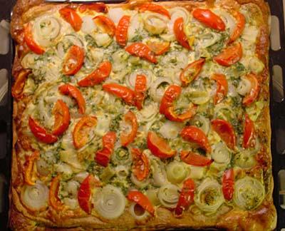 Tomatenkuchen mit Lauchzwiebeln