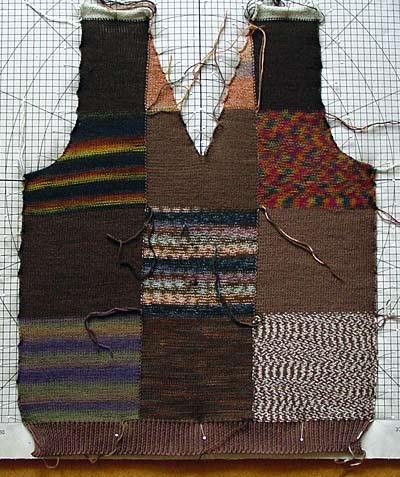 Pullunderteil aus Sockengarnresten / vest front made from sock yarn oddments