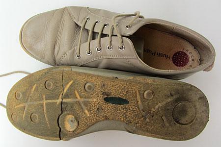 Alte Schuhe in Beige