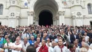 Processione Madonna della Consolazione Reggio Calabria - L'attesa del Quadro davanti alla Navata del duomo