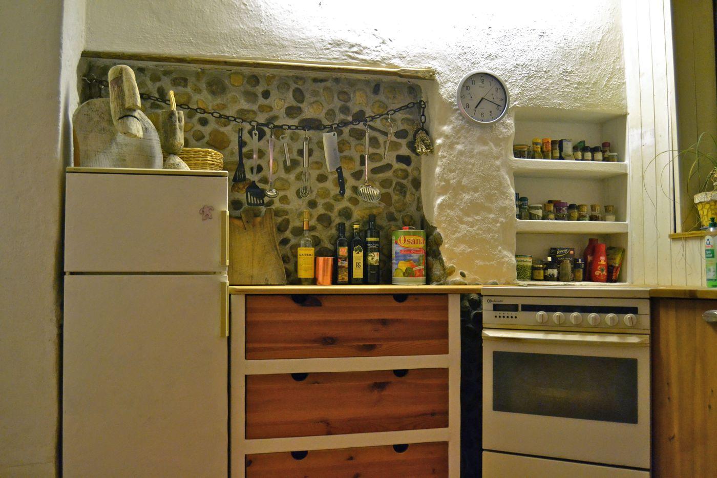 Mediterranean Kitchen In Ravelsbach At Strohnatur